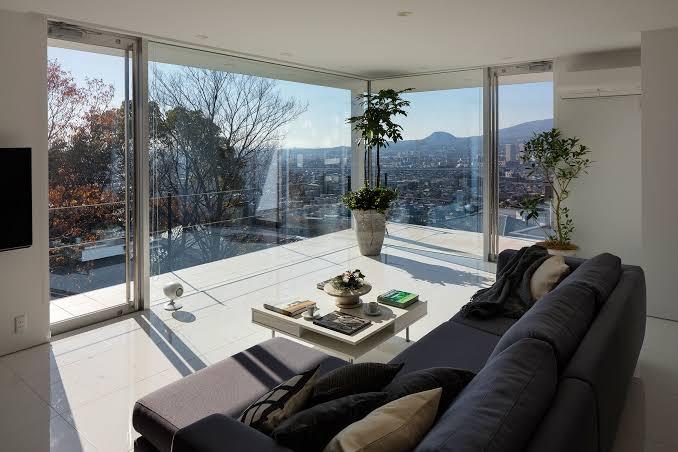 窓の作り方で外も空間の一部になる。