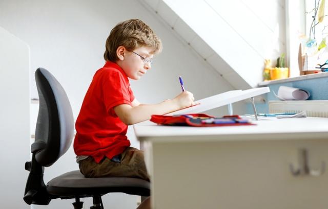 أصبح الجدول اليومي للأطفال مشغولاً كالبالغين، خاصة في أيام الدراسة، حيث يتأرجح الطفل بين المدرسة، والواجبات المدرسية، وأنشطة ما بعد المدرسة، وبالطبع النوم