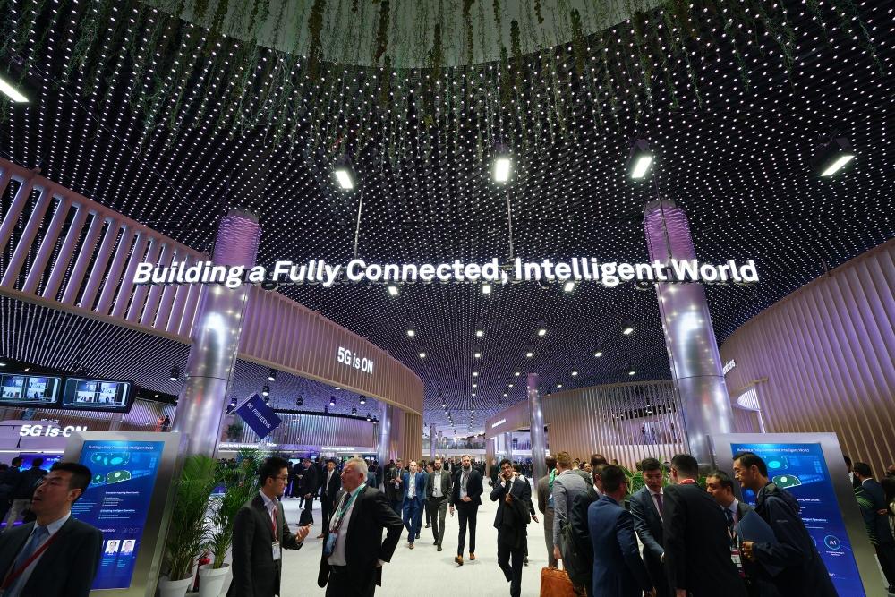 يجتمع رواد التقنية والمؤسسات الحكومية وشركات التكنولوجيا لمناقشة التوسع في استخدام تقنيات الجيل الخامس، وابتكارات الذكاء الاصطناعي، ودعم مطوري تقنيات المعلومات والاتصالات المحليين