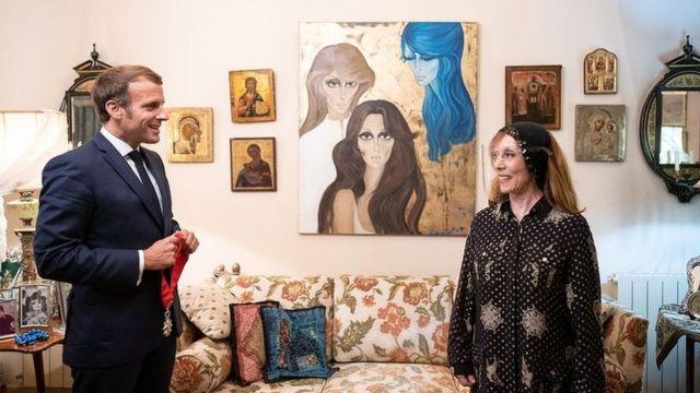 """اشتاق اللبنانيون واللبنانيات لسفيرتهم إلى النجوم: السيدة فيروز. كان لزيارة الرئيس الفرنسي إيمانويل ماكرون لمنزلها بمناسبة مئوية لبنان الكبير (١ ايلول/سبتمبر ١٩١٠ - ١ ايلول/سبتمبر ٢٠٢٠) الفضل """"بعودة"""" السيدة فيروز الى الساحة الإعلامية وإلى محبيها في لبنان والعالم"""