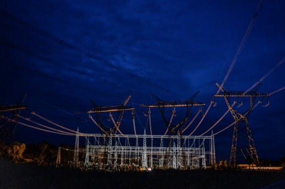 محطة كهرباء سد كوكا كودو سنكلير بالقرب من ريفينتادور، في إكوادور. لم يتم إجراء اختبار كامل منذ العام 2016،   عندما فشل اختبار لافتتاحها. (© Federico Rios Escobar/The New York Times/Redux)