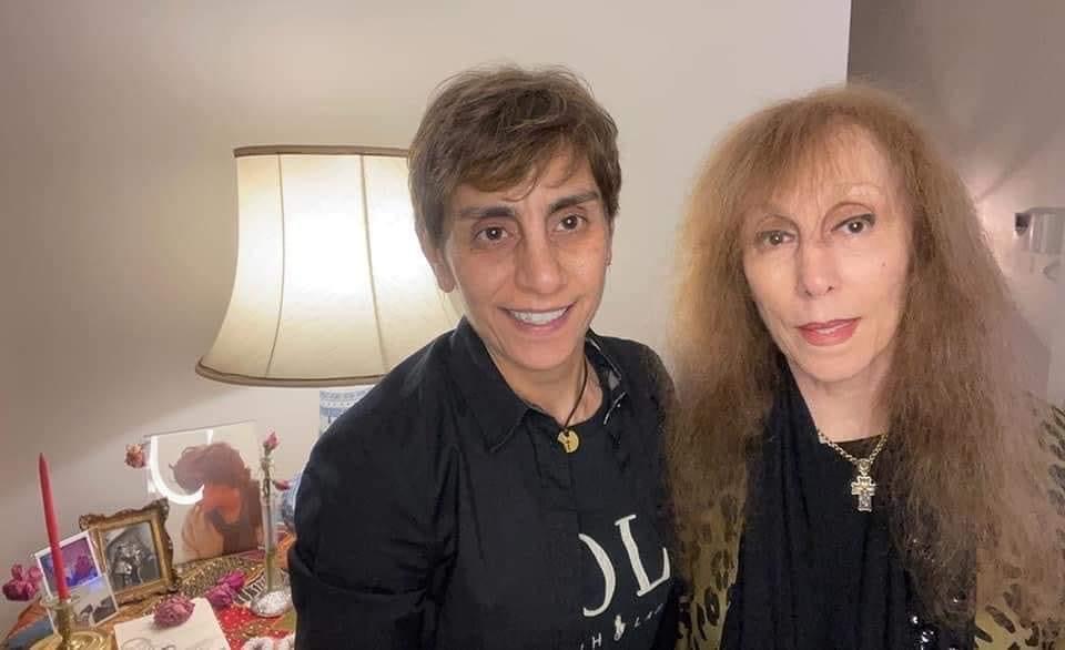السيدة فيروز مع ابنتها ريما الرحباني - فيسبوك