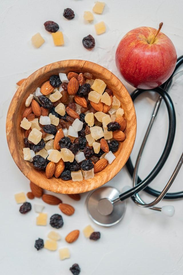 الفاكهة المجففة هي الفاكهة التي تمت إزالة كل المحتوى المائي منها تقريباً من خلال طرق التجفيف، فتنكمش الثمار خلال هذه العملية