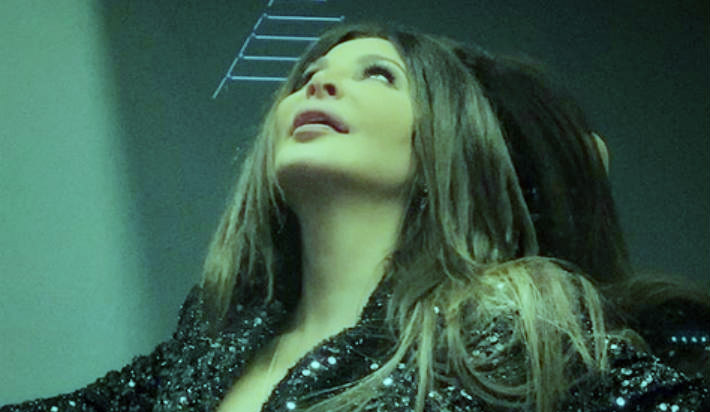 أحيت النجمة اللبنانية، إليسا، أول حفل أونلاين لها دون جمهور، الخميس، ضمن الإجراءات الاحترازية من فيروس كورونا