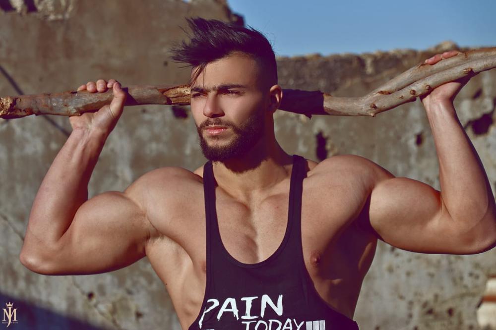 سيخوض الشاب اللبناني حسن قصّاب بطولة العالم لكمال الأجسام التي ستجري في العاصمة بيروت يوم الـ٢٠ من نيسان/أبريل الجاري برعاية IFBB Pro League Lebanon.