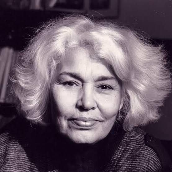 نوال السعداوي من مواليد عام 1931، هي طبيبة وكاتبة وروائية مصرية مدافعة عن حقوق الإنسان بشكل عام وحقوق المرأة بشكل خاص.