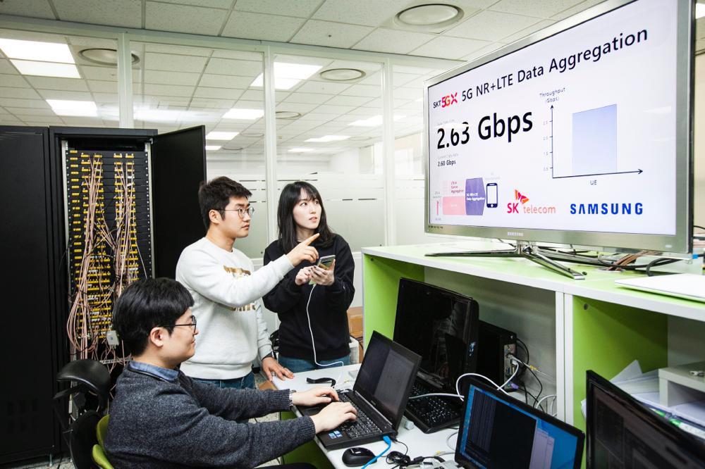Telecom و Samsung تنجزان اختبار الاتّصال الثنائي لشبكتي 4G و5G بسرعة وصلت إلى 2.7 غيغابايت بالثانية (Gbps) إنّه إنجاز سبّاق في هذا المجال للاستفادة القصوى من قدرات شبكتي 4G و5G مجموعتين في خطوةٍ تمثّل هندسة شبكة العالم الحقيقي في المراحل الأولية لاعتماد تقنية الـ5G.