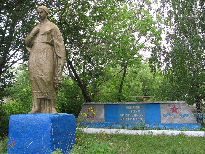 Памятник землякам, погибшим в годы Великой Отечественной войны, 1967 г. Граховский район,  д. Лолошур-Возжи