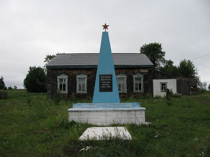 Обелиск героям войны, 2004 г. Граховский район,  д. Нижний Адам-Учи