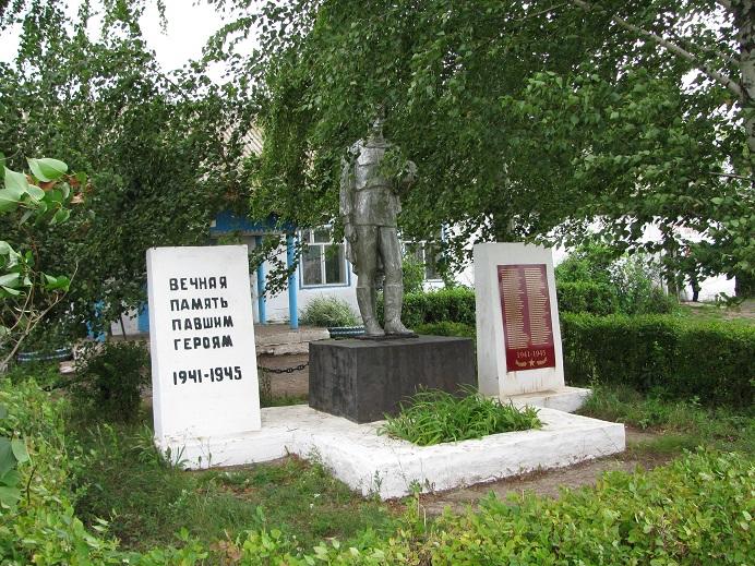 Памятник погибшим воинам, 1975 г. Граховский район, д. Старая Игра