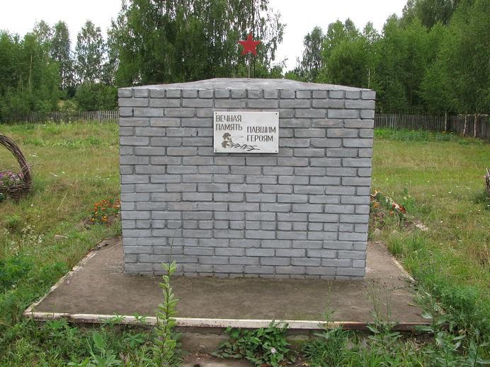Обелиск землякам, погибшим в годы Великой Отечественной войны, 2005 г. Граховский район, д. Котловка