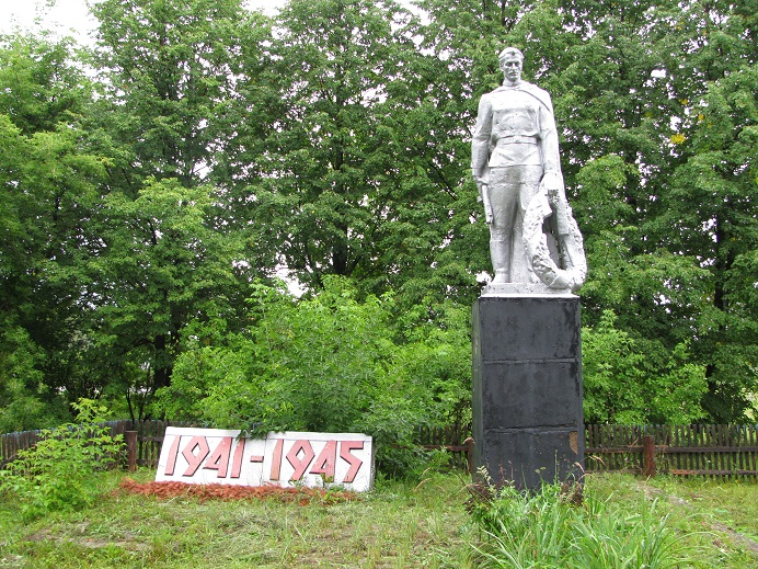 Памятник погибшим в годы Великой Отечественной войны, 1967 г.  Граховский район,  д. Новогорское