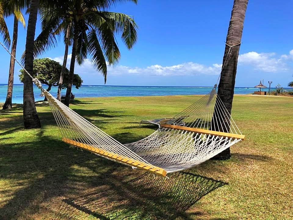 Entspannen in der Hängematte am Strand