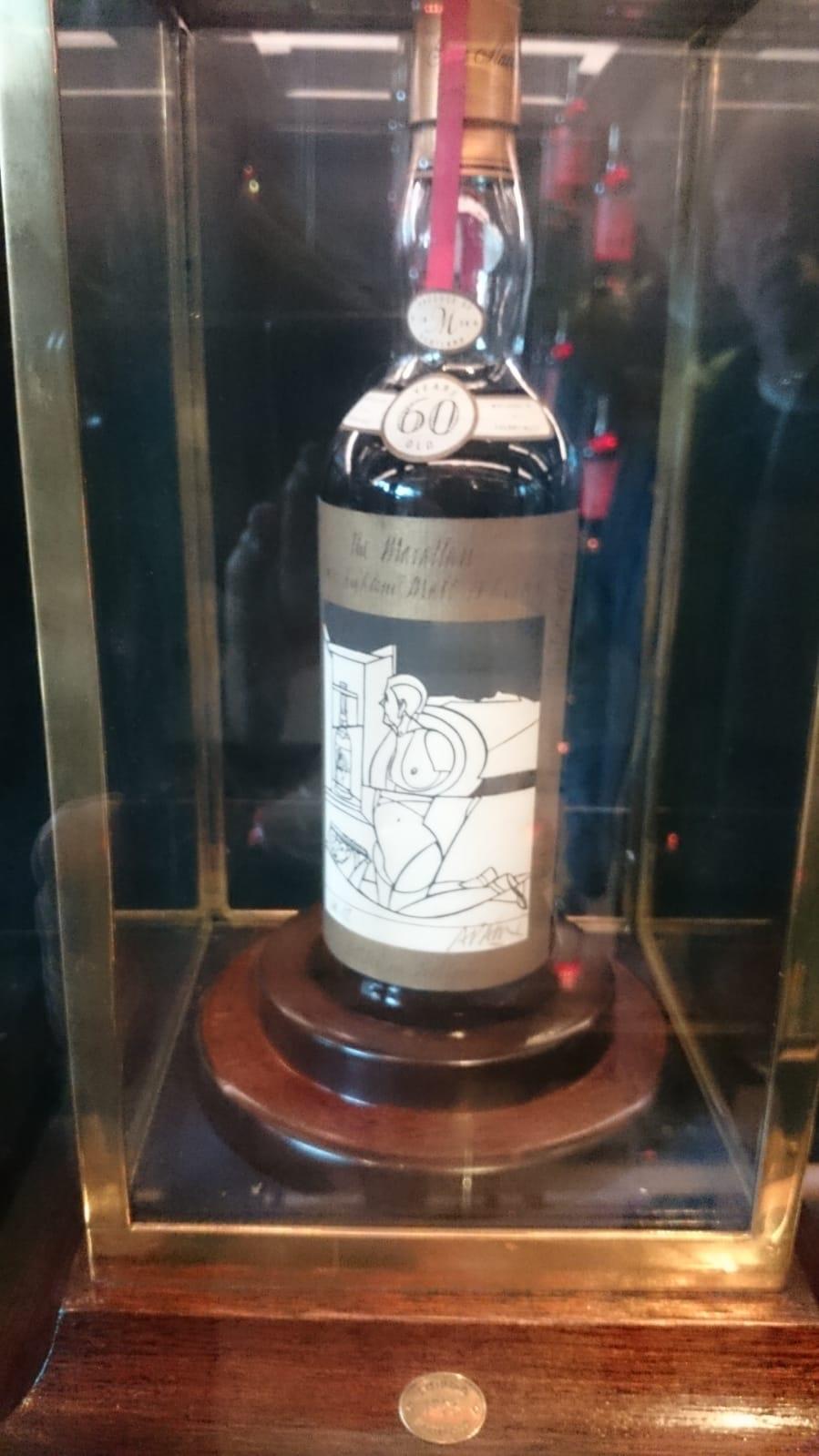 Die 850.000-Pfund-Macallan-Flasche (leider etwas unscharf)