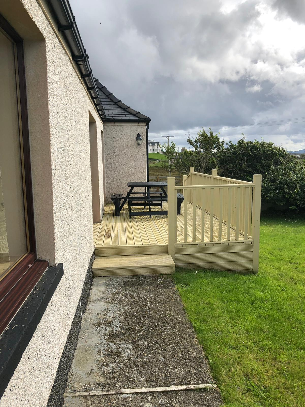 Terrasse an Abhainn Cottage