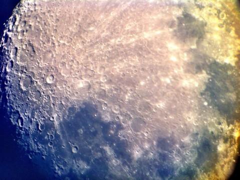 Diese Aufnahme wurde mit dem iPhone (!) vor dem Okular freihändig geschossen und zeigt das Potential des Teleskopes