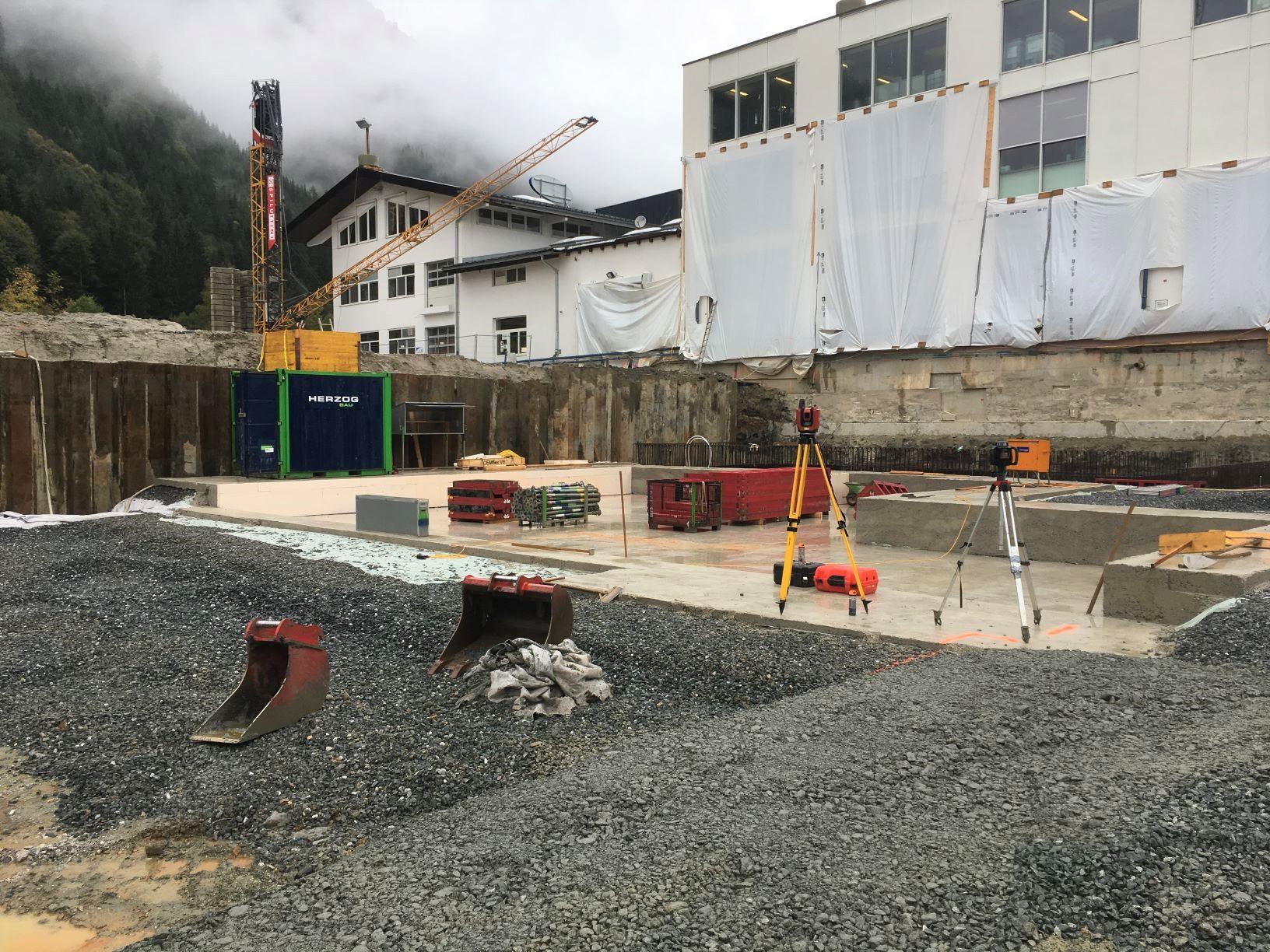 Ausgehobene Baugrube (Teilbereich)
