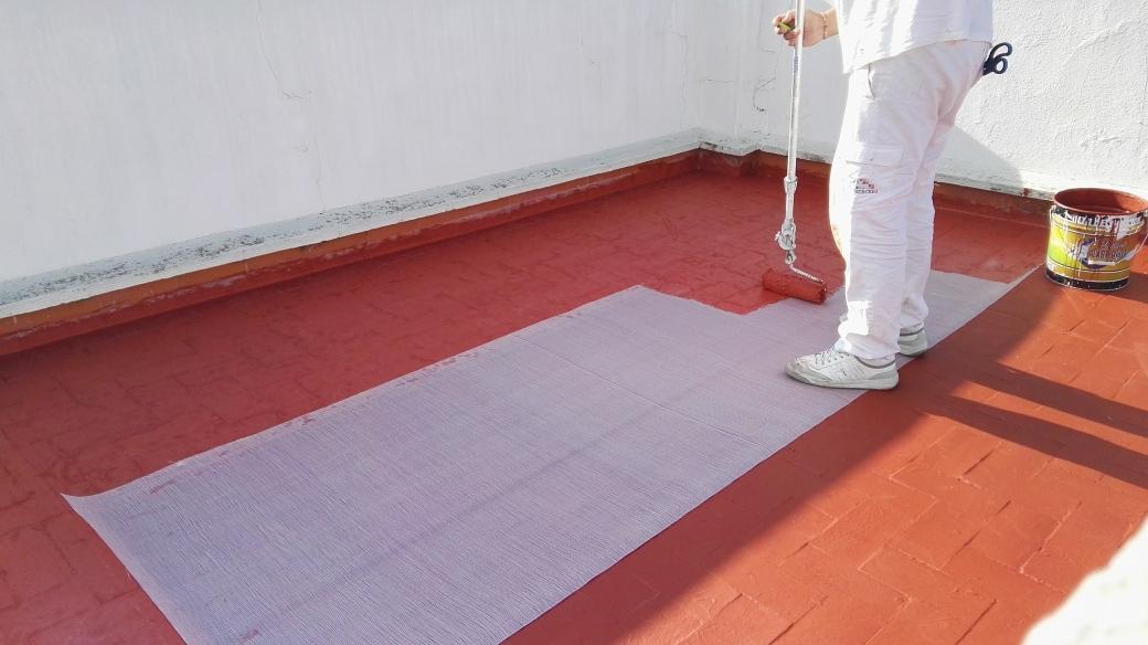 Pintura e impermeabilizaciones en Valencia. Realizamos trabajos de impermeabilización tanto en tejados como piscinas, terrazas etc. Damos una solución rápida a los problemas de humedades y filtraciones de manera definitiva. Llámenos ahora y compruébelo.