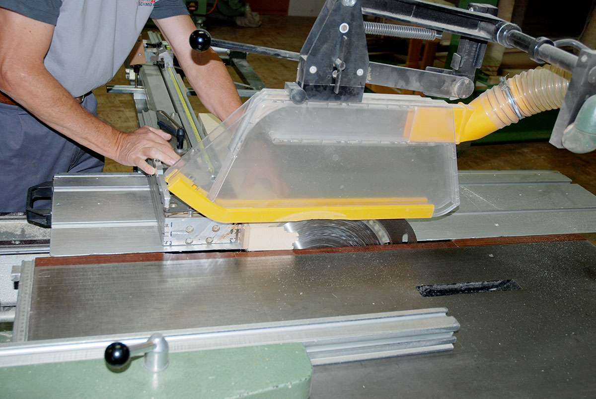 Tischfräse im Einsatz - Schreinerei Schmid AG in Oberönz
