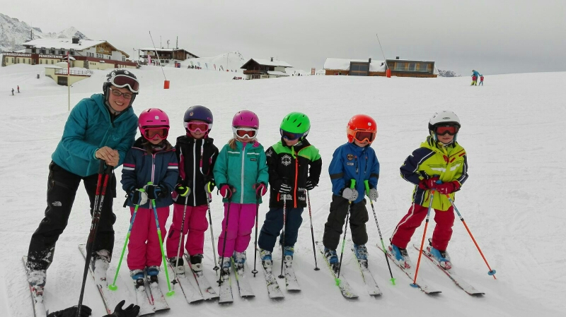 Trainer Christina Kogler mit ihrer Gruppe