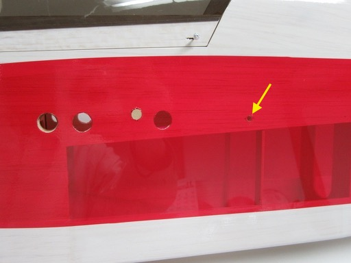 エルロンのニュートラル位置がズレている時は、Φ3ダウエル用の穴を修正して翼の取り付け角を変えてみる。