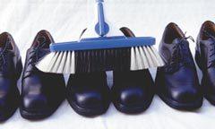 Würden Sie so Ihre Schuhe putzen? (© Copyright der SOLO-MED GmbH)