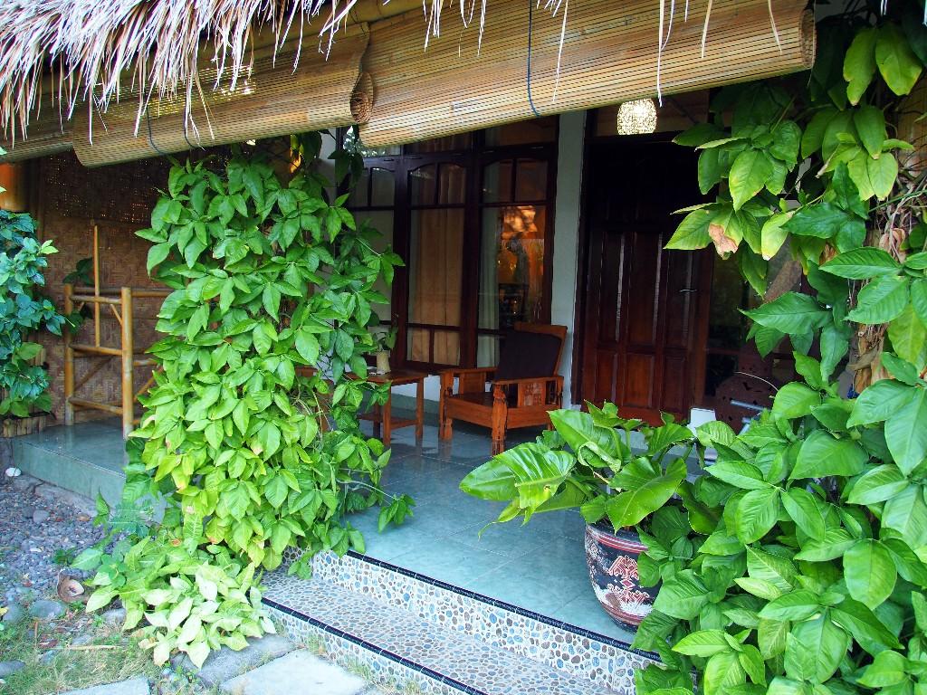 Empfehlenswert - Terrasse vor unserem Zimmer im Budi Sun Resort