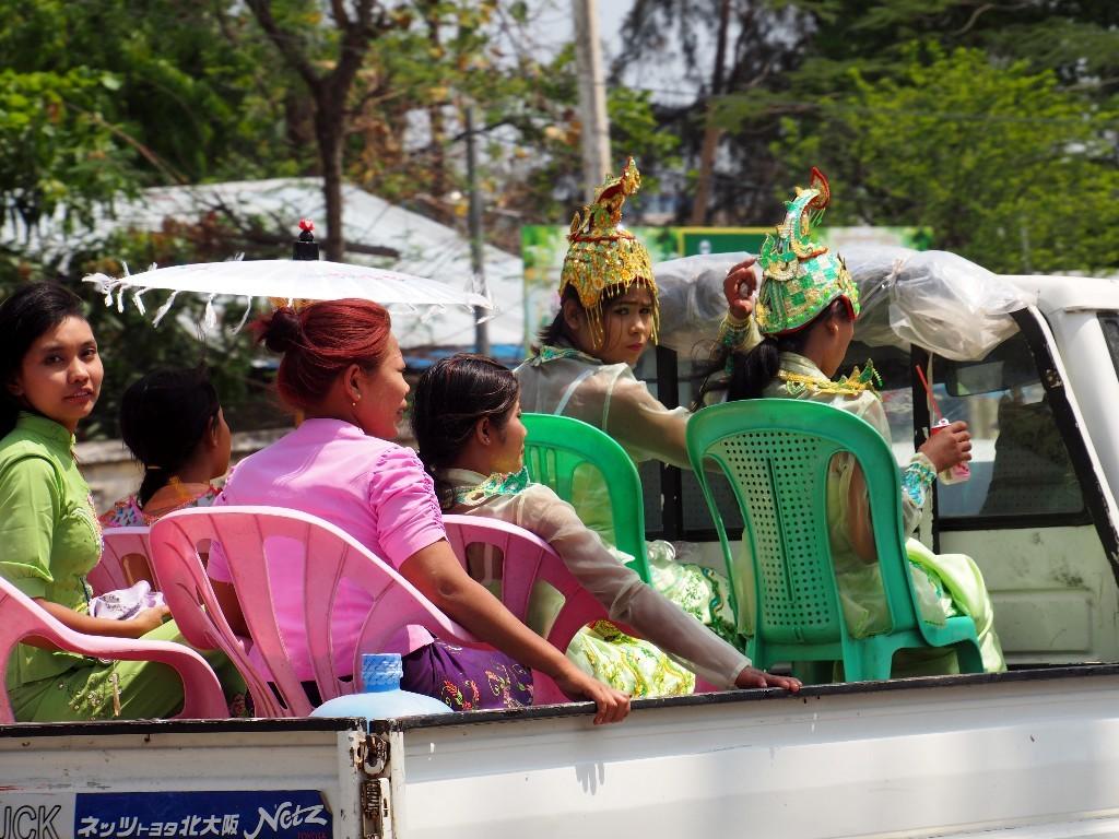 Rückfahrt nach dem Ende einer Prozession zum Mandalayhill