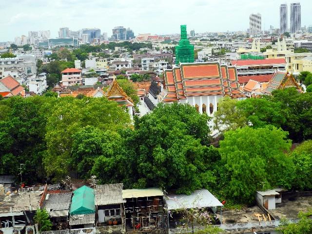 Gemisch - Armut, Tradition und Moderne prägen Bangkoks Stadtbild