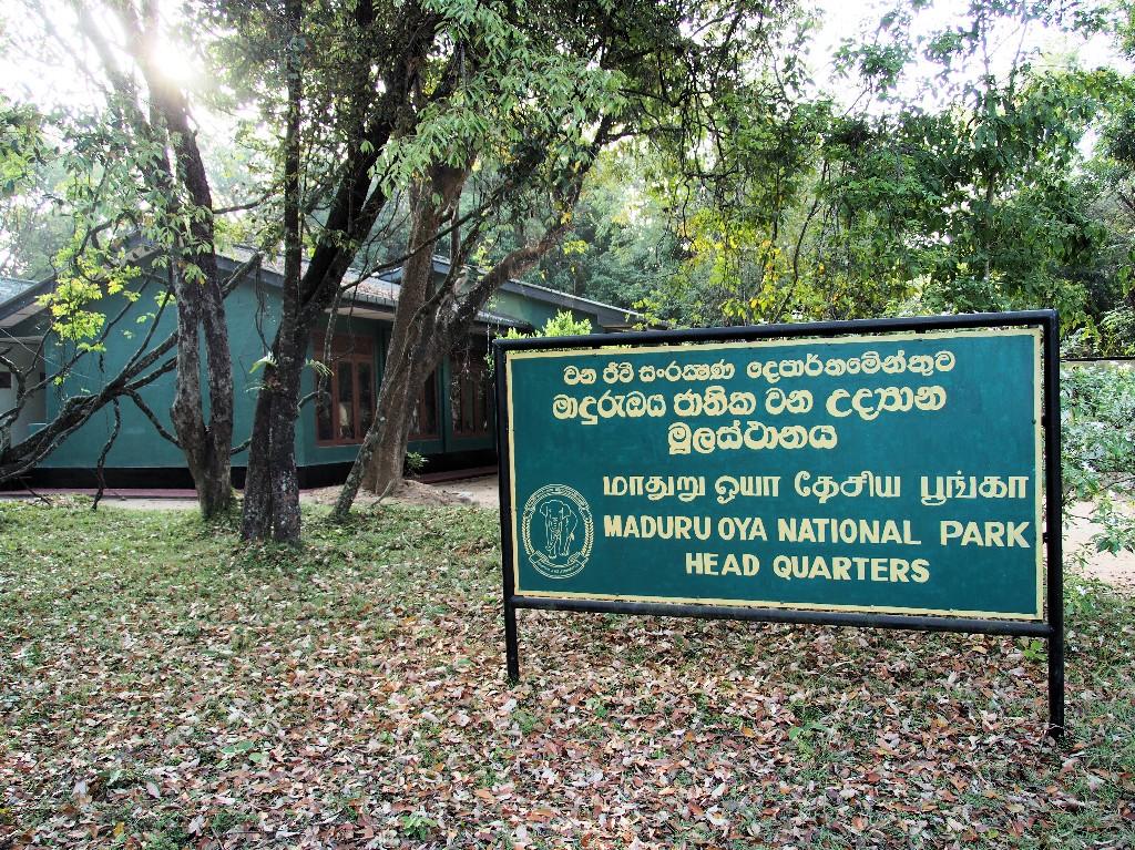 Eingang - wir sind alleine, als wir den Madura Oya Nationalpark erreichen