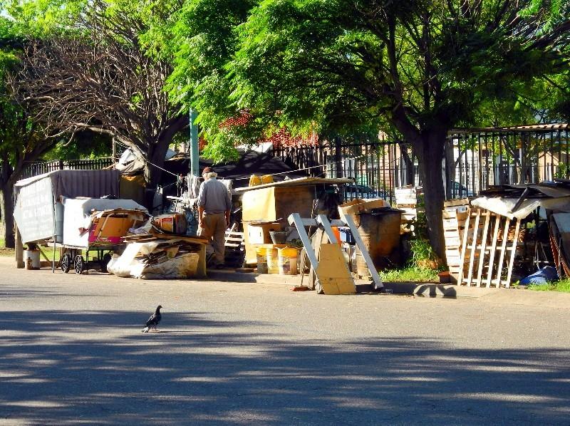 Nachbarn - Armut neben dem Fußballstadion von La Boca