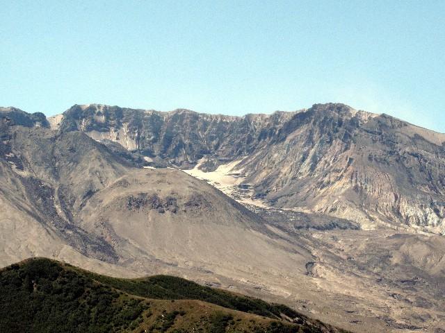 400 m niedriger - Nach dem explosionsartigen Ausbruch von 1980 blieb dieser Krater