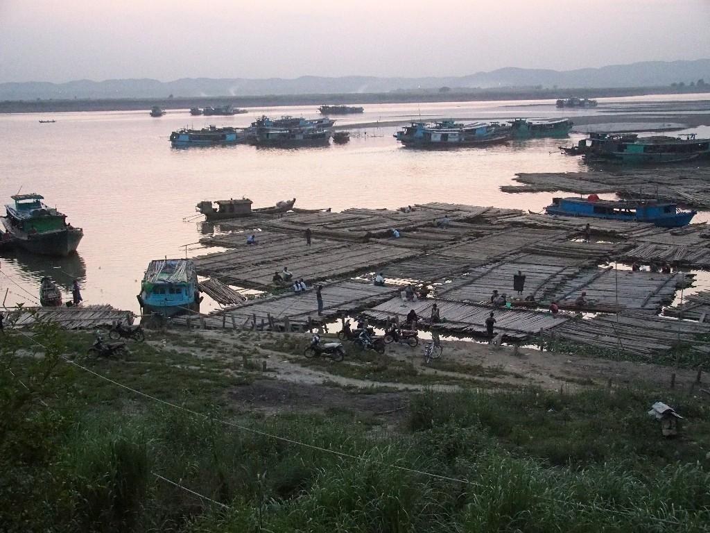 Flößer am Irrawaddy