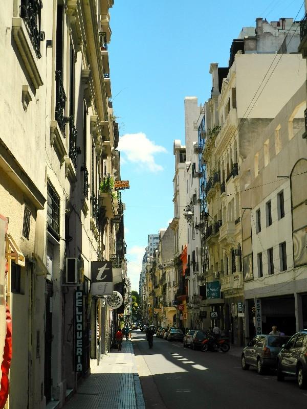 Dicht gedrängt - Häusergasse in Buenos Aires