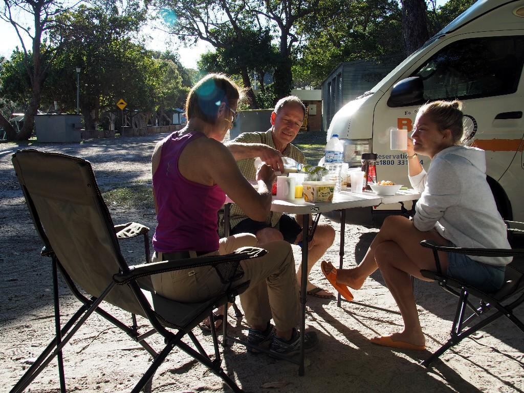 Frühstück auf Camping Cylinder bei sommerlichen Temperaturen