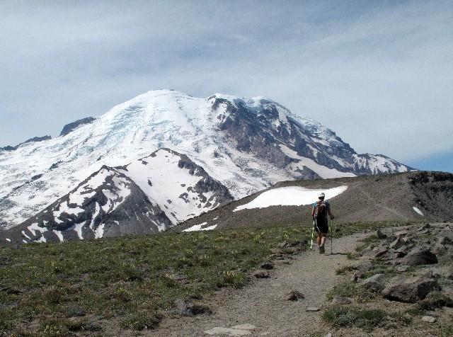 Südwestblick auf die Nordostflanke des Mount Rainiers
