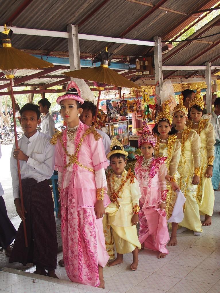 Prozession am Mandalayhill am Unabhängigkeitstag