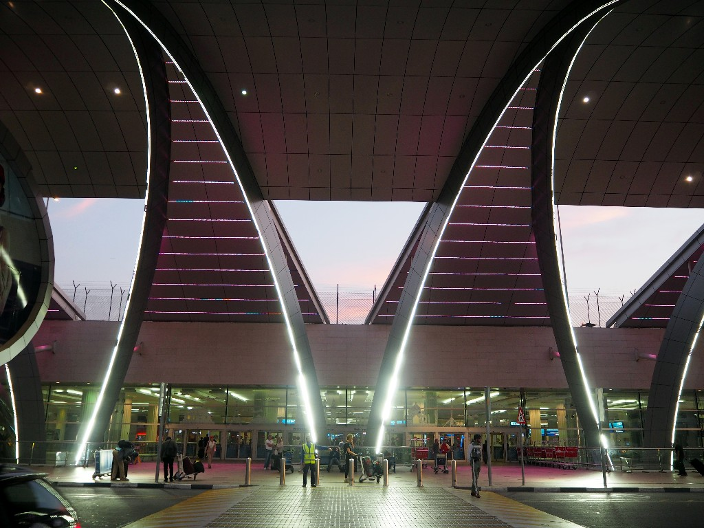 Abschied - Eingangsbereich Flughafen Dubai