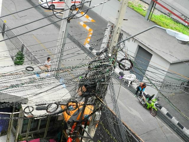 Wirrwarr - Die Stromverkabelung ist chaotisch