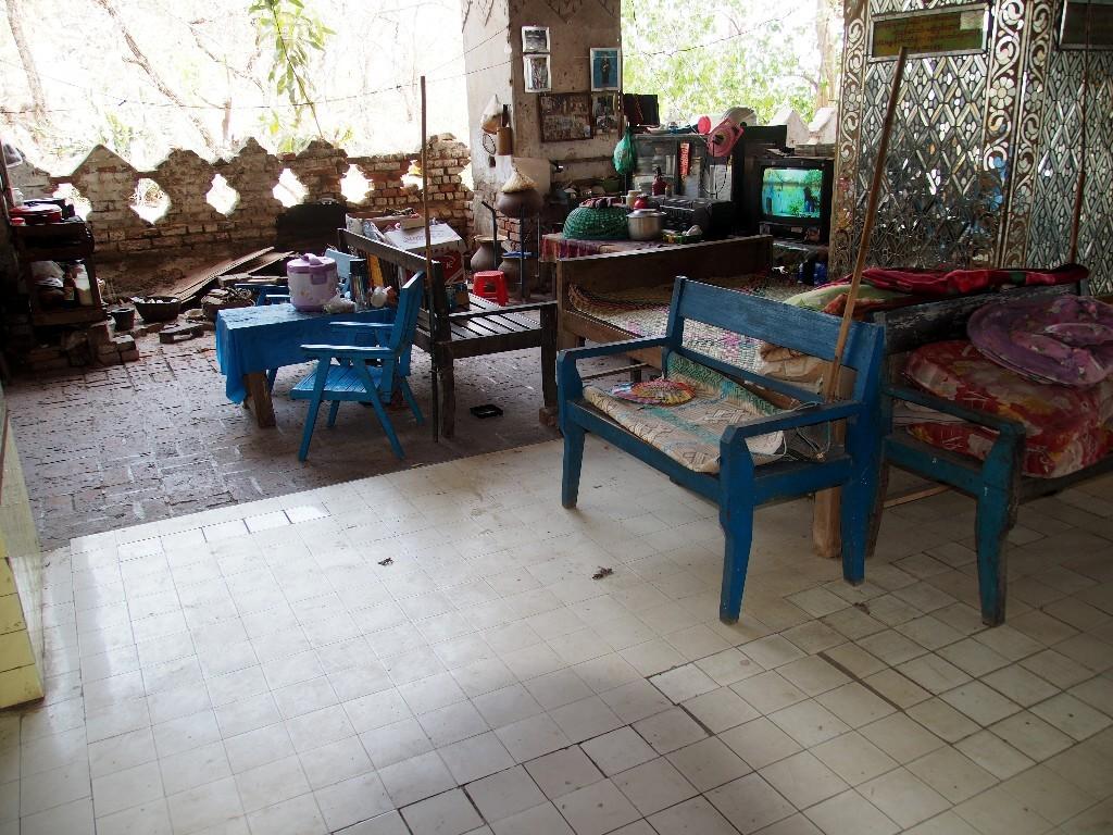 Häuslich niedergelassen - Wohnstatt am Treppenabstieg vom Mandalayhill