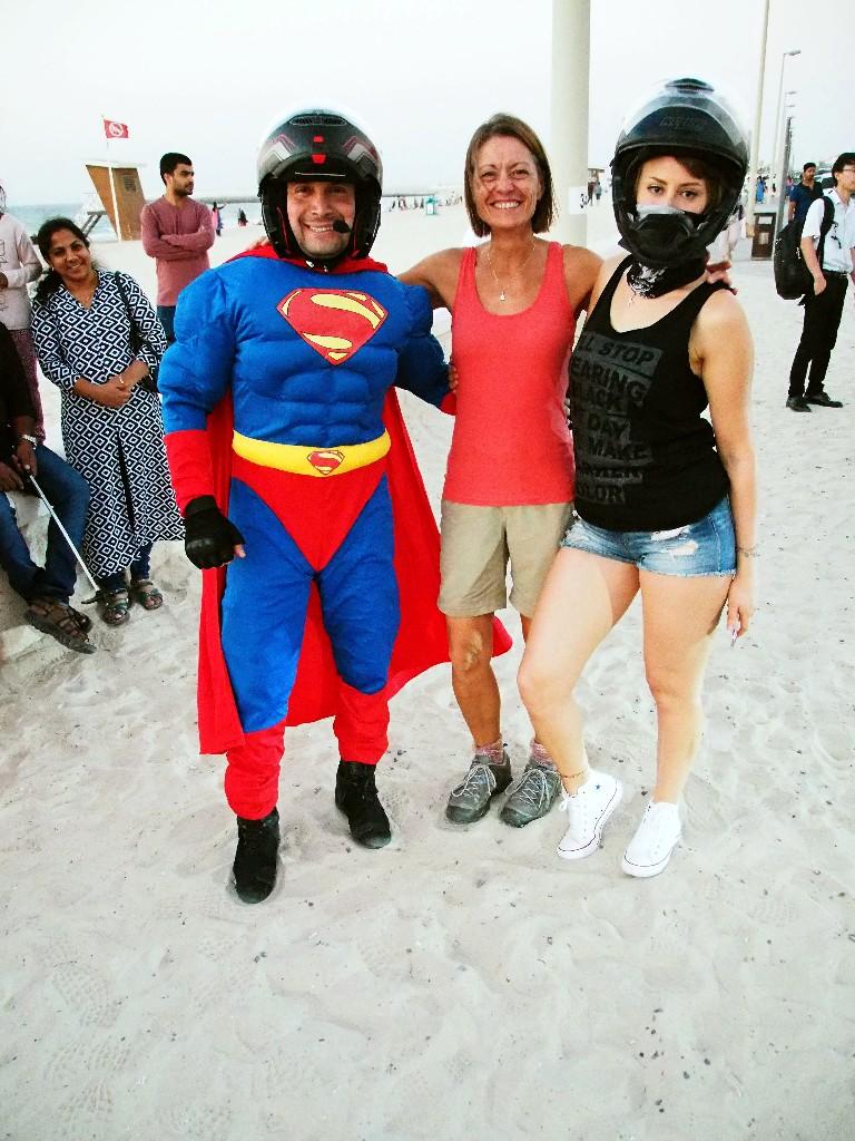 Arabische Amerikanisierung - Arabischer Superman entführt Diva ...