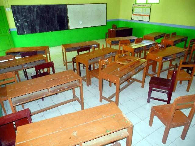 250 Kinder besuchen die heruntergekommene Schule auf Gili Air