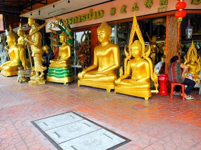 ...und große Goldbuddhas für Haus und Garten