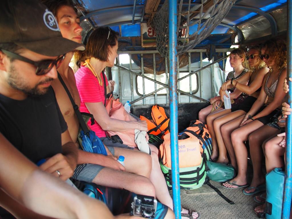 Spartanisch - Fahrt zu den Khon Phapheng Wasserfällen,...