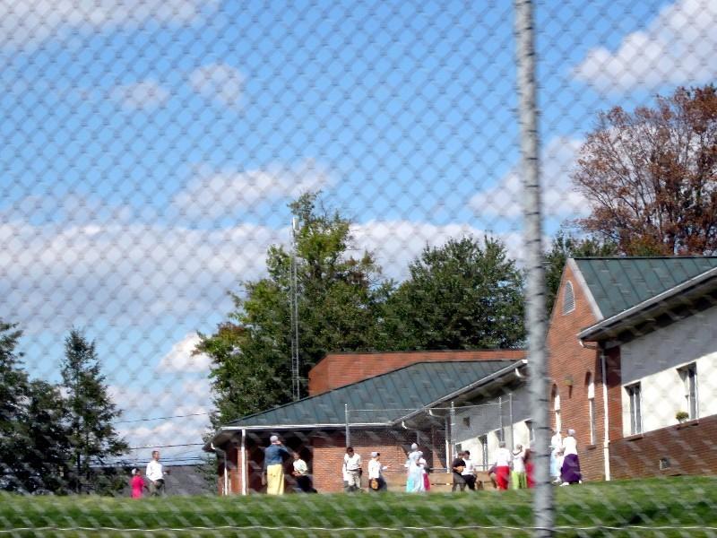Foto aus der Hüfte - Pause in einer Amish-Schule