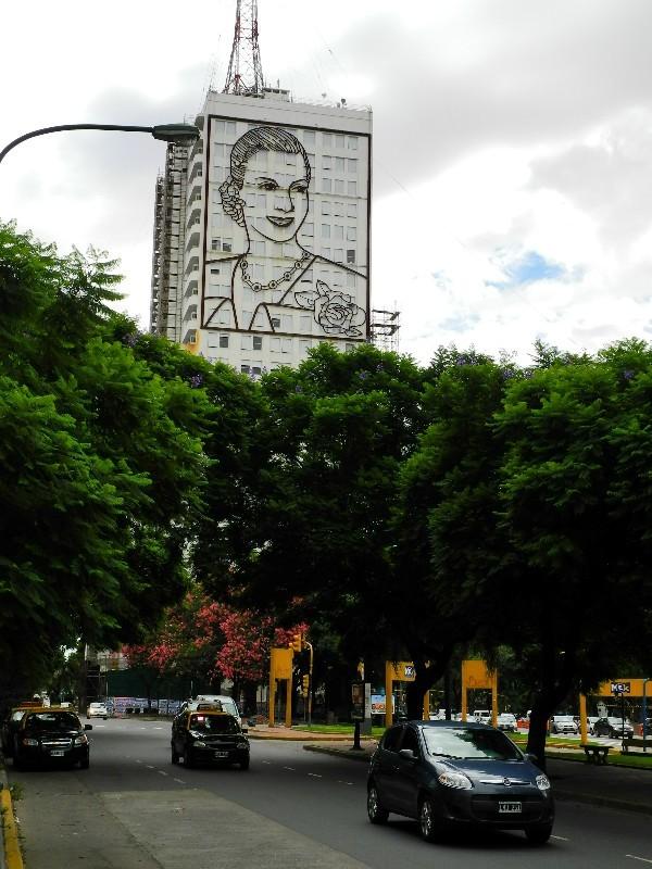 Vergöttert - Eva Peron Bild am Hochhaus der Telefongesellschaft