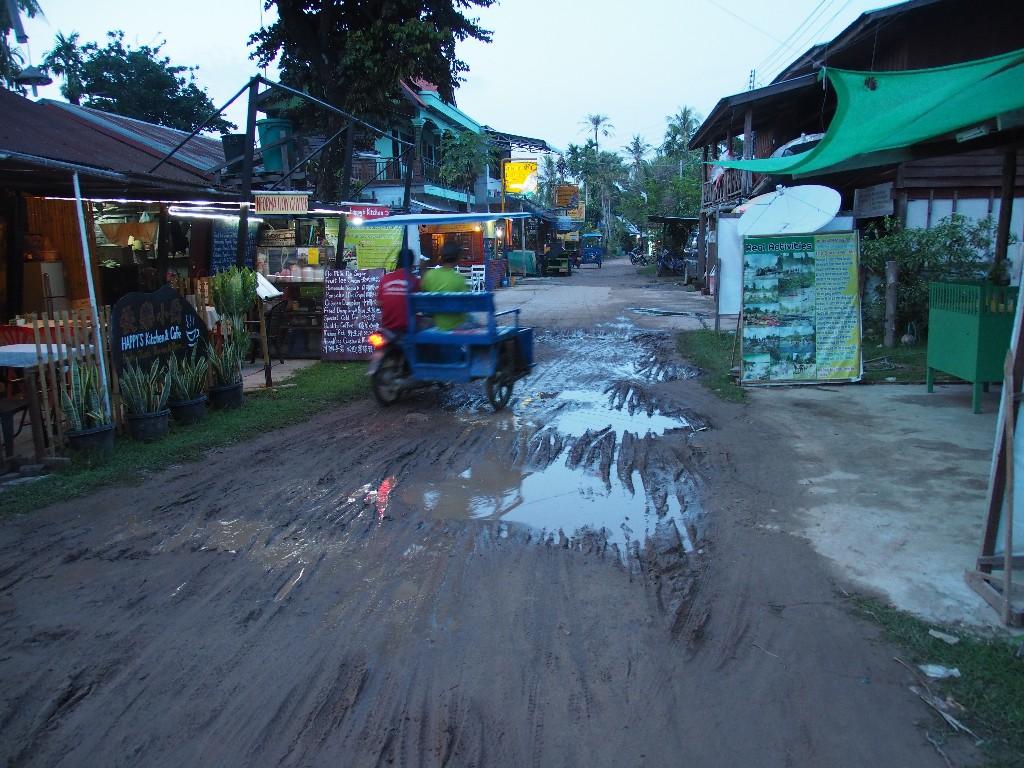 Problematisch - schon nach leichten Regenfällen werden die Straßenverhältnisse schwierig.