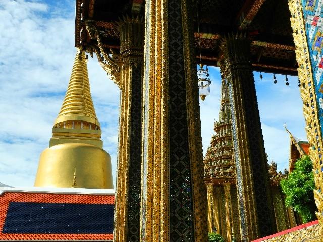 Ornamente, Formenvielfalt und Blattgold im Grand Palace