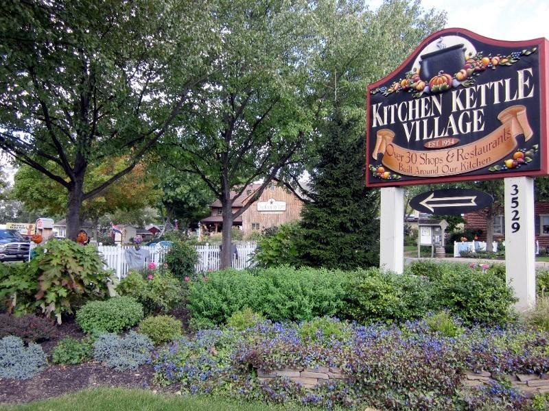 Werbung für Konsum - Kitchen Kettle Village im Amish County