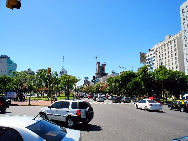 Bis zu 24 Spuren - Straße des 19.Juli in Buenos Aires
